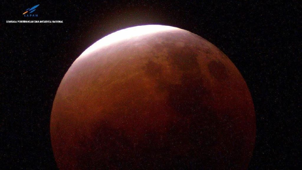 Penampakan Blood Moon di Garut hingga Ternate