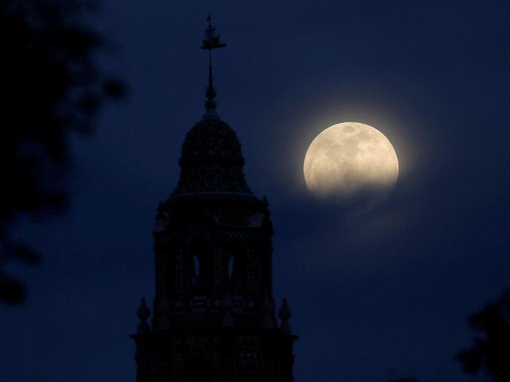 Cantiknya Penampakan Blue Moon di Langit Amerika