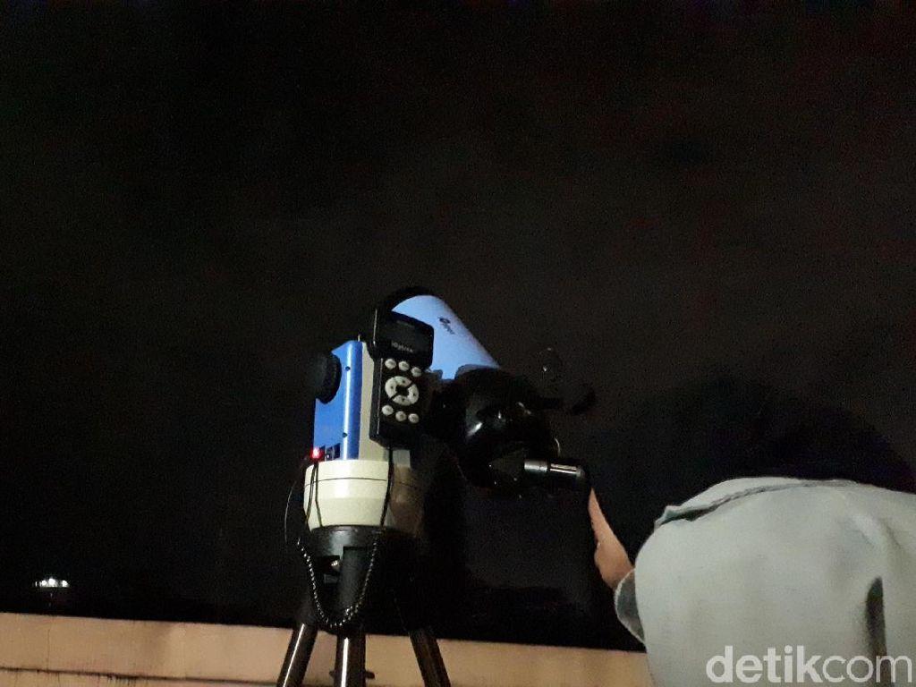 Tertutup Awan, Fenomena Super Blue Blood Tidak Terlihat di Bandung