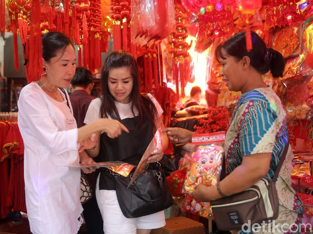 Pernak-pernik Imlek di Pasar Asemka Mayoritas Impor dari China