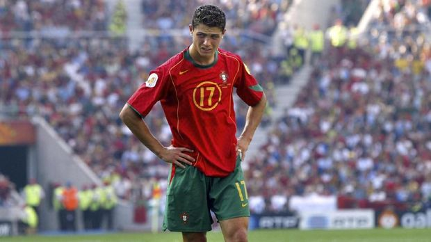 Portugal's forward Cristiano Ronaldo  after missing a goal 12 June 2004 at Dragao stadium in Porto, during the Euro 2004 group A football match between Portugal and Greece at the European Nations championship in Portugal. Greece won 2 to 1. AFP PHOTO Mladen ANTONOV / AFP PHOTO / MLADEN ANTONOV