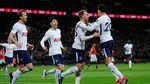 Foto: Dua Gol Menggelikan Tumbangkan MU di Wembley