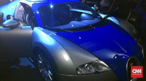 Bugatti Veyron punya kecepatan maksimal mencapai 408 kilometer per jam.