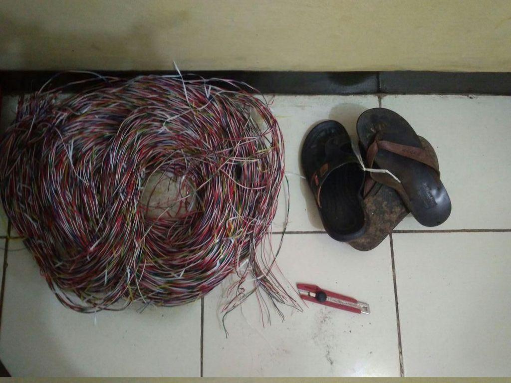 Pencuri Kabel Telepon di Tangerang Ditangkap