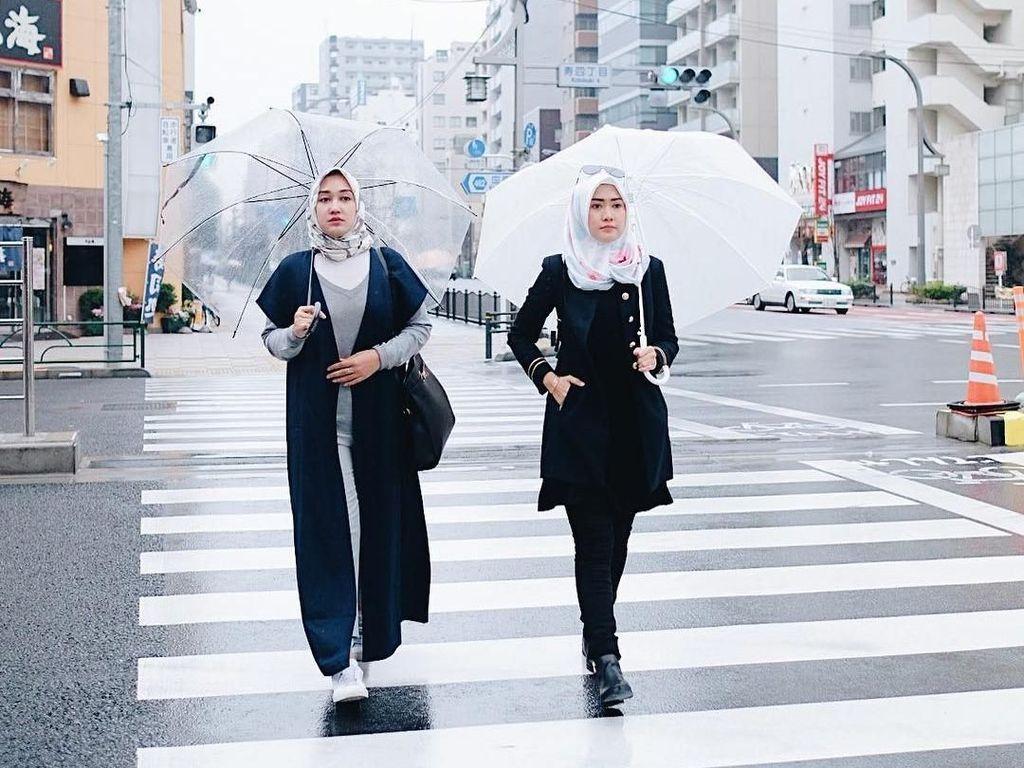 12 Inspirasi Gaya Selebgram Hijab Jalan-Jalan Ke Jepang