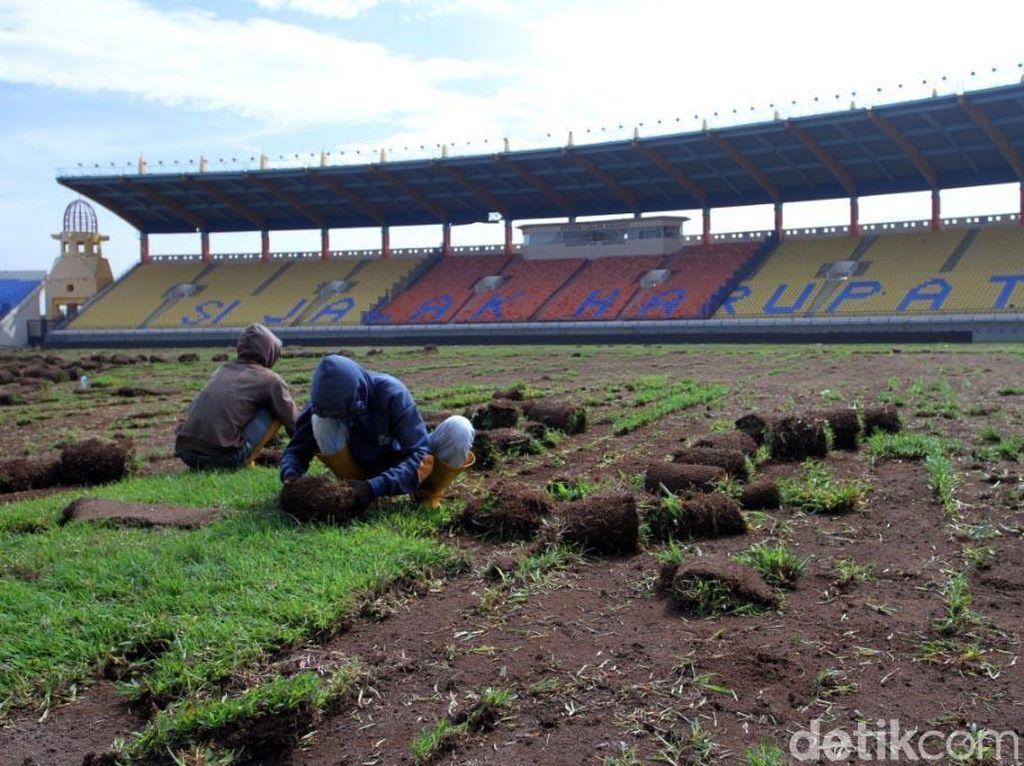 Sambut Asian Games, Rumput Stadion Si Jalak Harupat Dibongkar