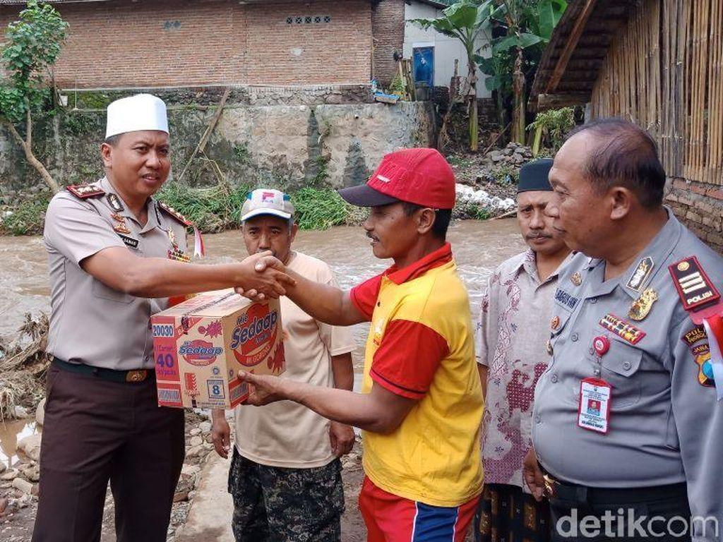 Korban Banjir Bandang Empat Desa di Probolinggo Dapat Bantuan