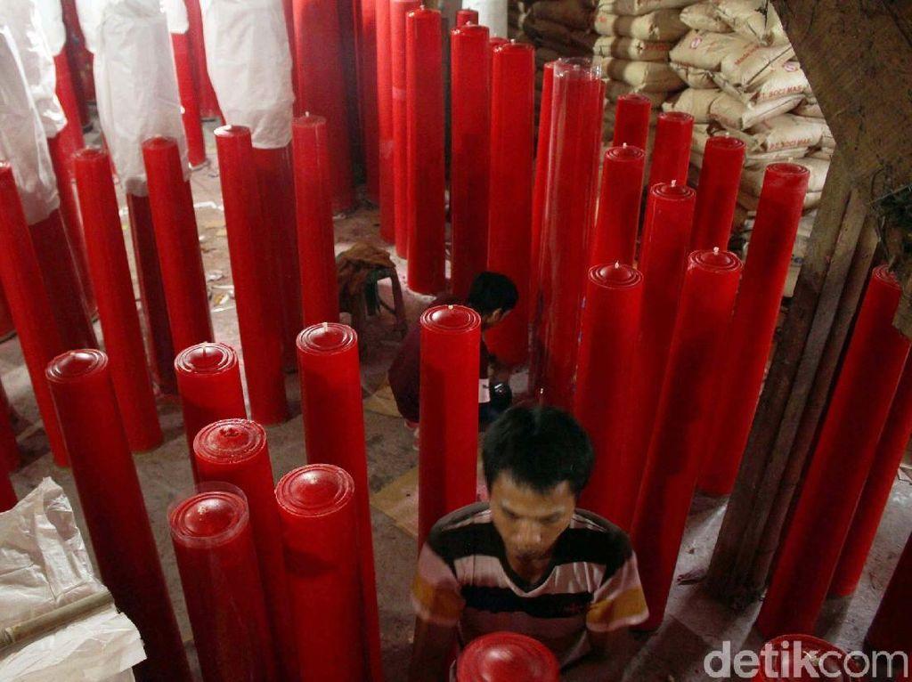 Jelang Imlek, Pabrik Lilin Rumahan Mulai Kebanjiran Order