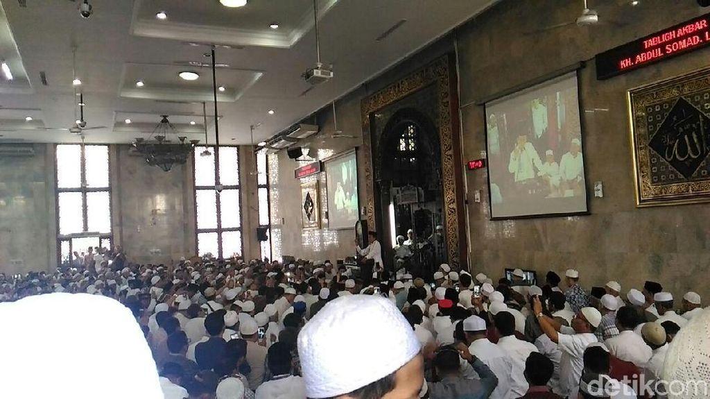 Suasana di Masjid Sunda Kelapa Saat Ustaz Somad Beri Ceramah