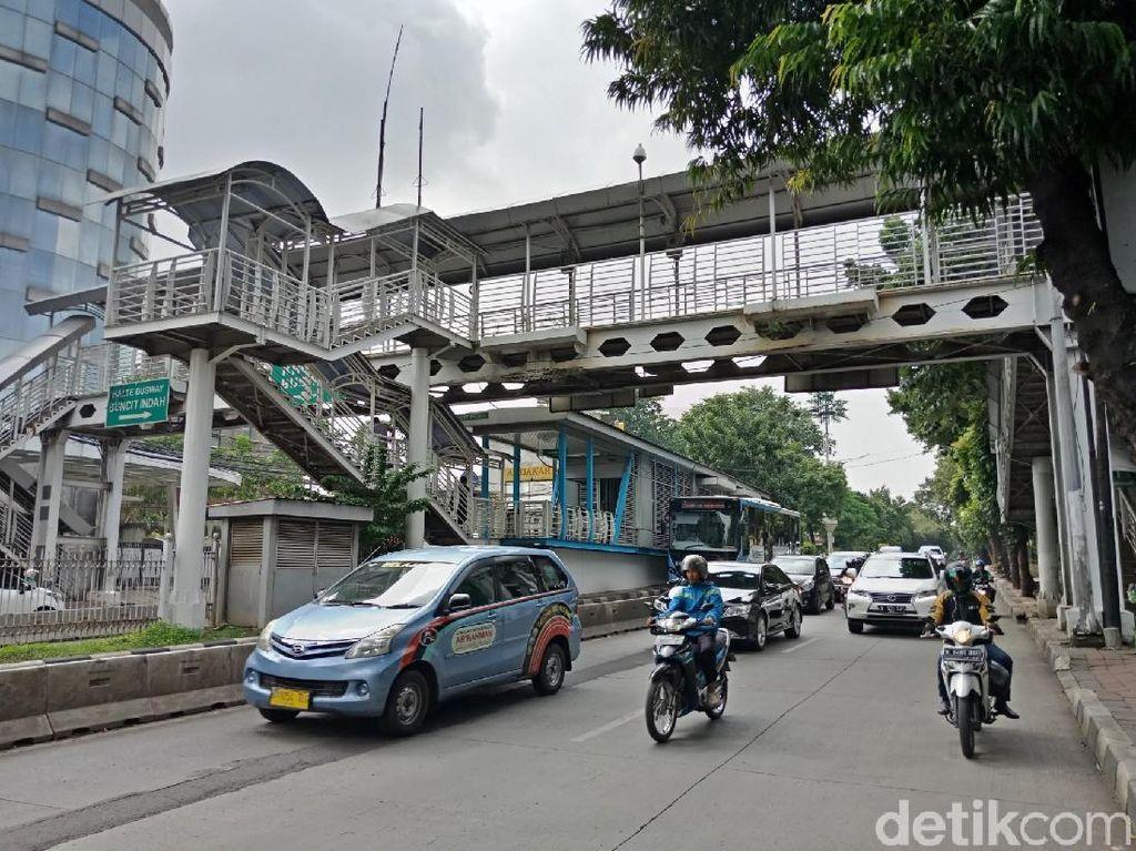 Spanduk Sosialisasi Perubahan Jl Buncit Jadi Jl AH Nasution Dicopot
