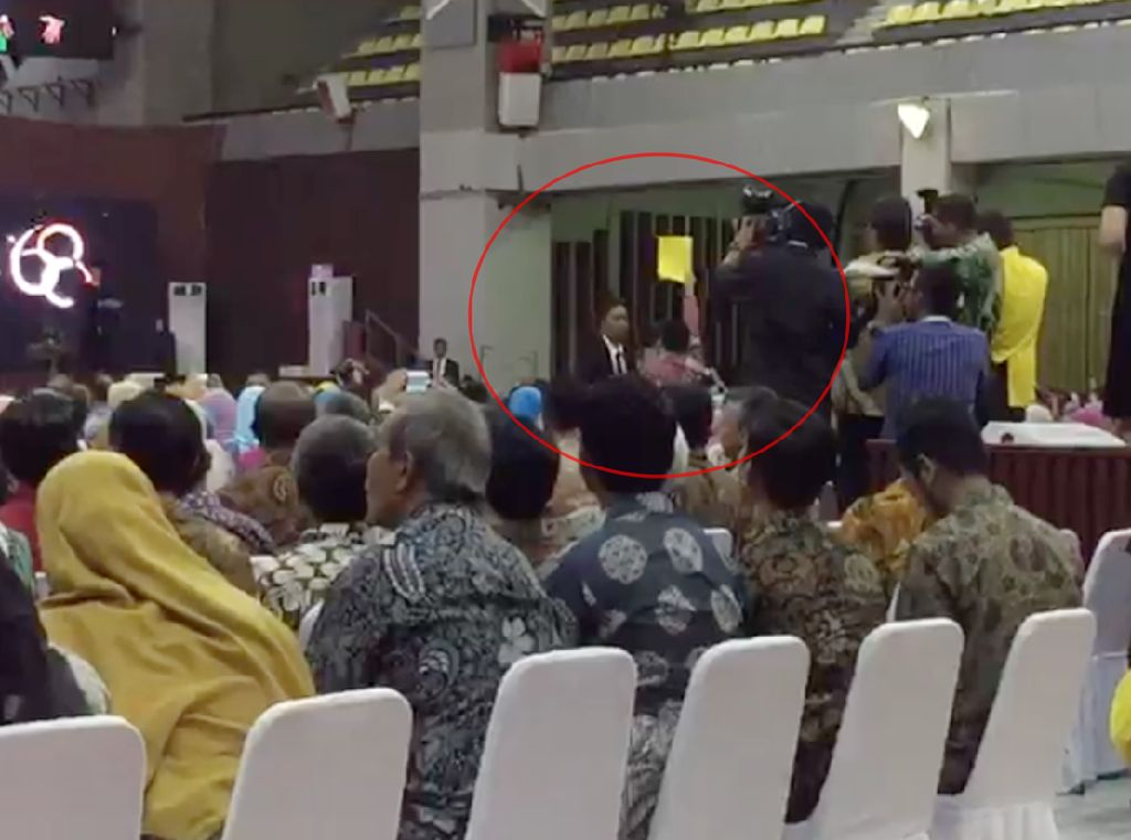 UI akan Panggil Ketua BEM yang Acungkan Kartu Kuning ke Jokowi
