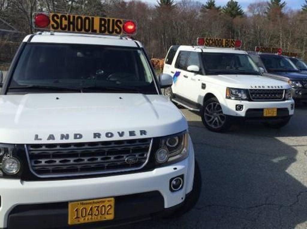 Keren Banget, Land Rover Jadi Mobil Antar Jemput Anak Sekolah