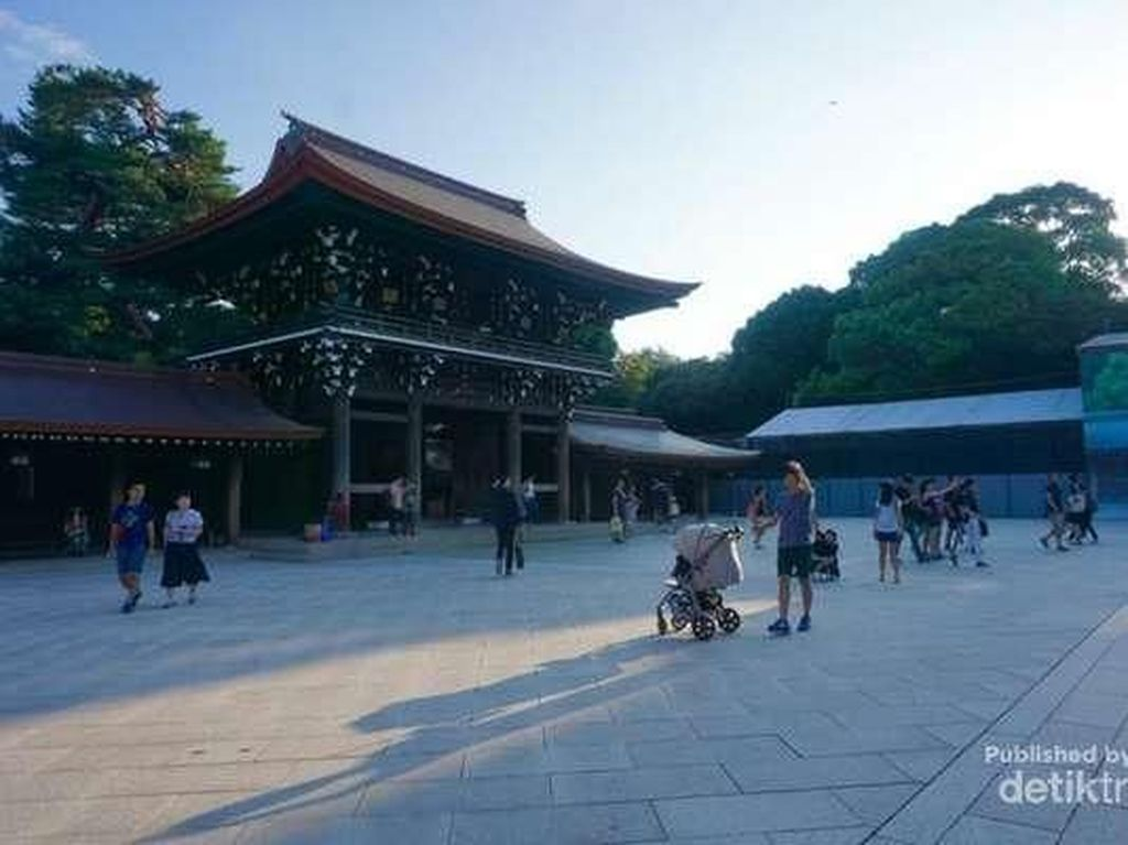 Meiji Jingu Shrine, Kuil Legendaris yang Penuh Ketenangan