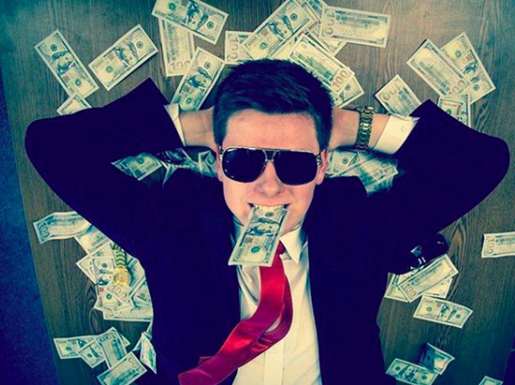 Juragan Muda Bitcoin Hobi Pamer Kemewahan