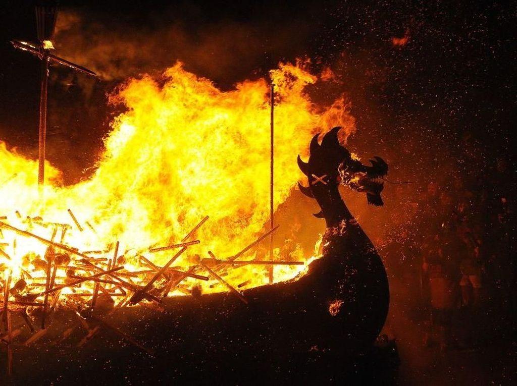 Bakar Kapal, Cara Perayaan Viking