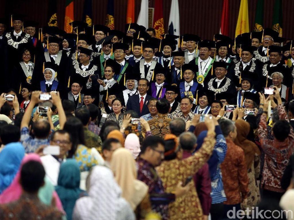 Foto: Zaadit Taqwa, Ketua BEM UI Pemberi Kartu Kuning ke Jokowi