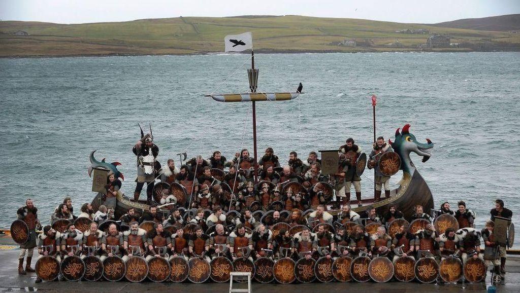 Foto: Serunya Perayaan Viking di Skotlandia
