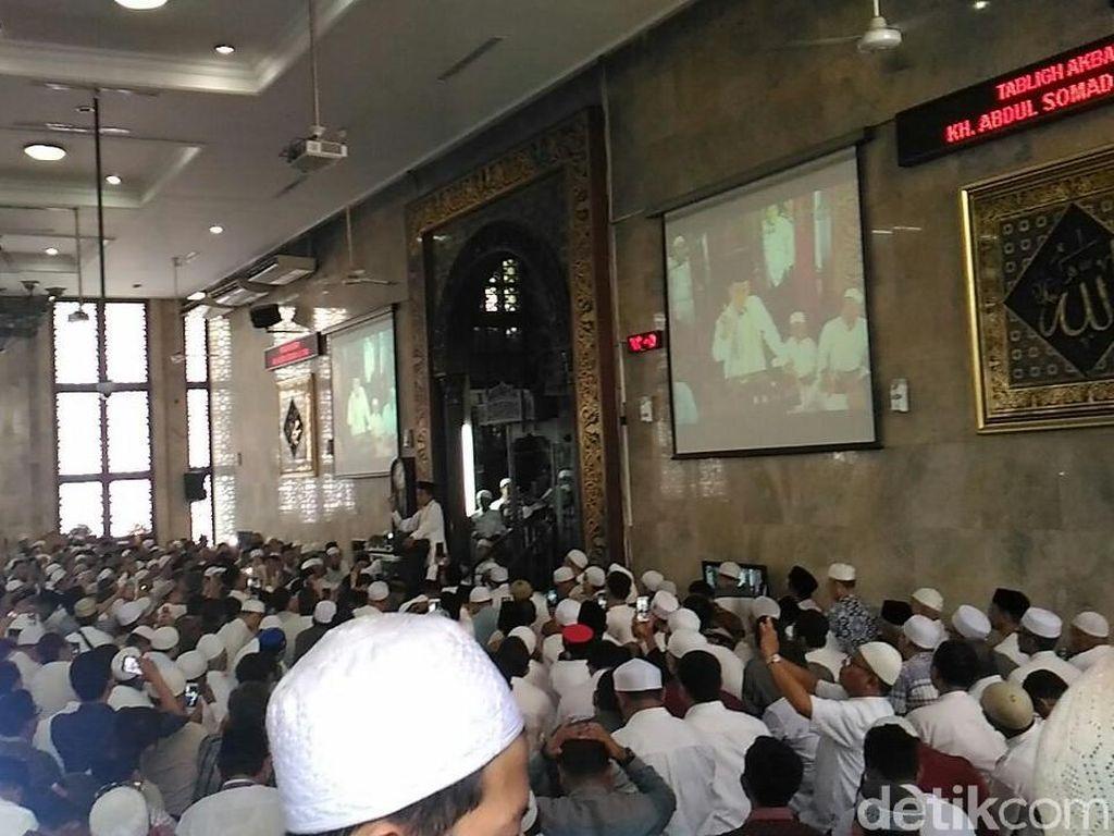 Ustaz Somad Isi Ceramah Usai Salat Jumat di Masjid Sunda Kelapa