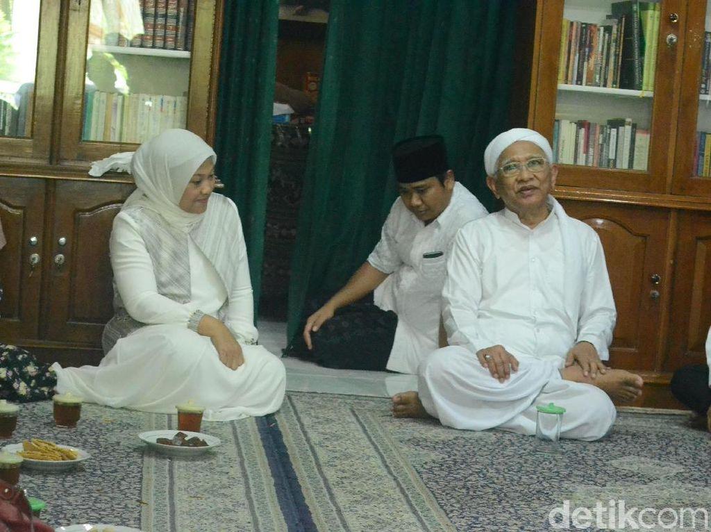 Bakal Cawagub Jateng Ida Fauziyah Sowan ke Gus Mus di Rembang