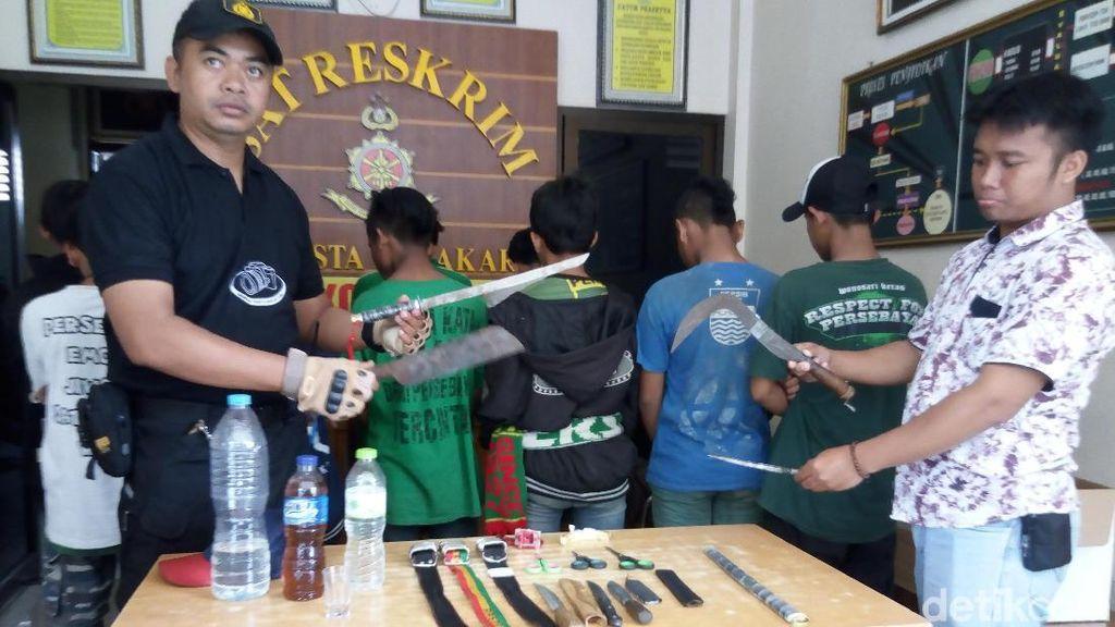 Bawa Miras dan Senjata Tajam, 11 Bonek Diciduk Polisi di Solo