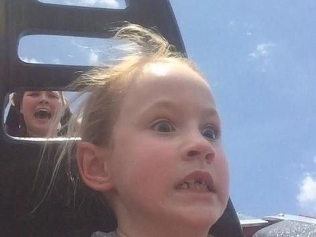 Ekspresi Kocak Naik Roller Coaster, Wahana yang Punya Manfaat Kesehatan