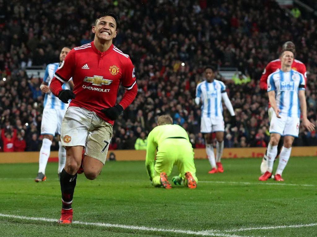 Sanchez Bikin Gol, MU Atasi Huddersfield 2-0