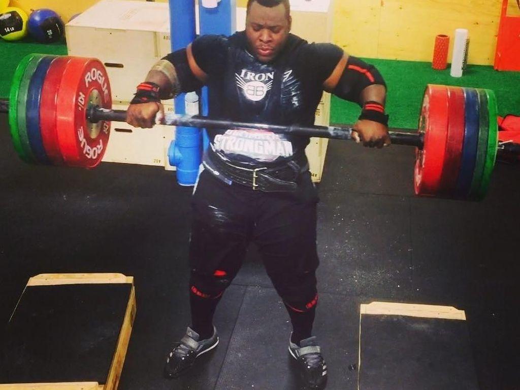 Dibully Karena Gendut, Pria Ini Bangkit Jadi Jawara Kontes Pria Terkuat