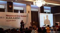 Gaya Fahri Hamzah Angkat Kartu Merah untuk Jokowi