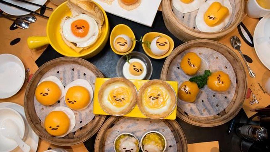 Bikin Gemes! 10 Tampilan Makanan Bertema si Telur Pemalas di Kafe Gudetama