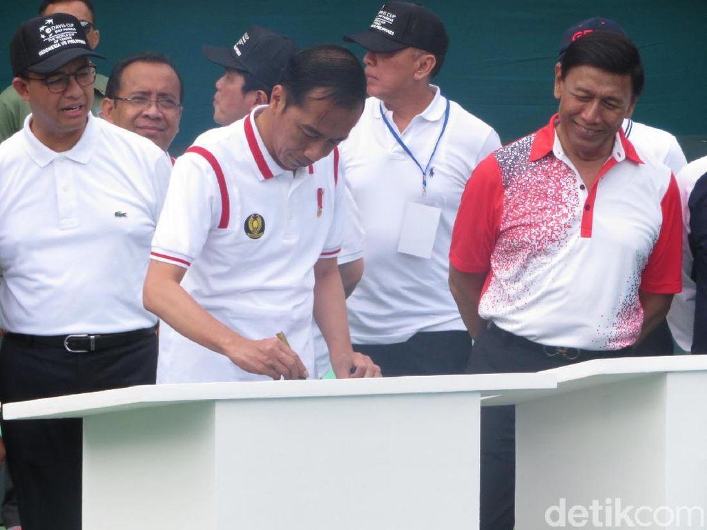 Berkaus Polo, Jokowi Resmikan Lapangan Tenis Senayan