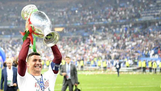 Cristiano Ronaldo berhasil membawa Portugal juara Piala Eropa 2016.