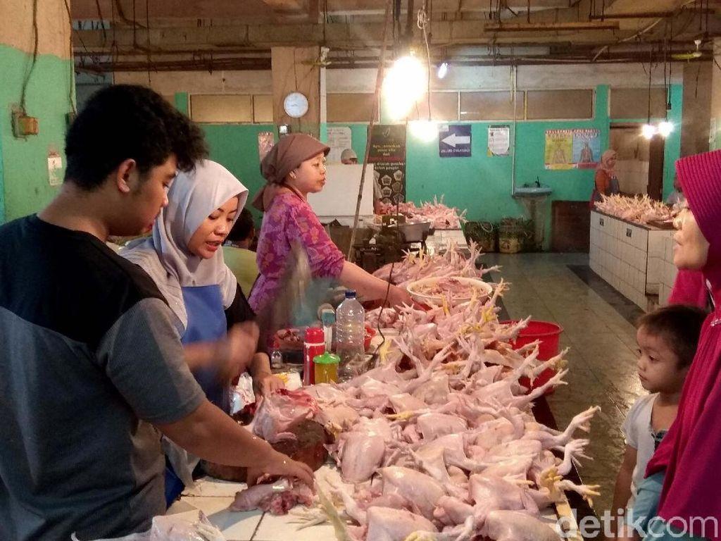 Daging Ayam hingga Ikan Bikin Februari Deflasi 0,08%