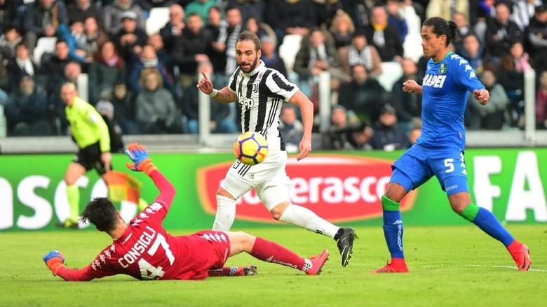 Higuain Hat-trick, Juve Hancurkan Sassuolo 7-0