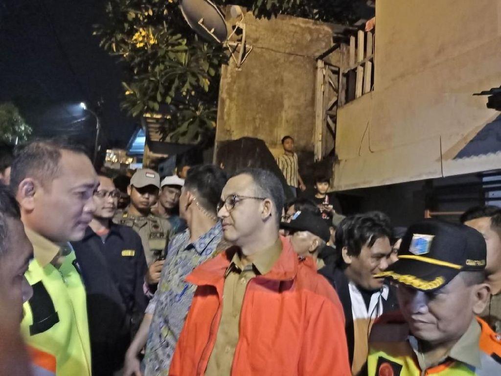 Anies Pantau Banjir di Rawajati Jaksel