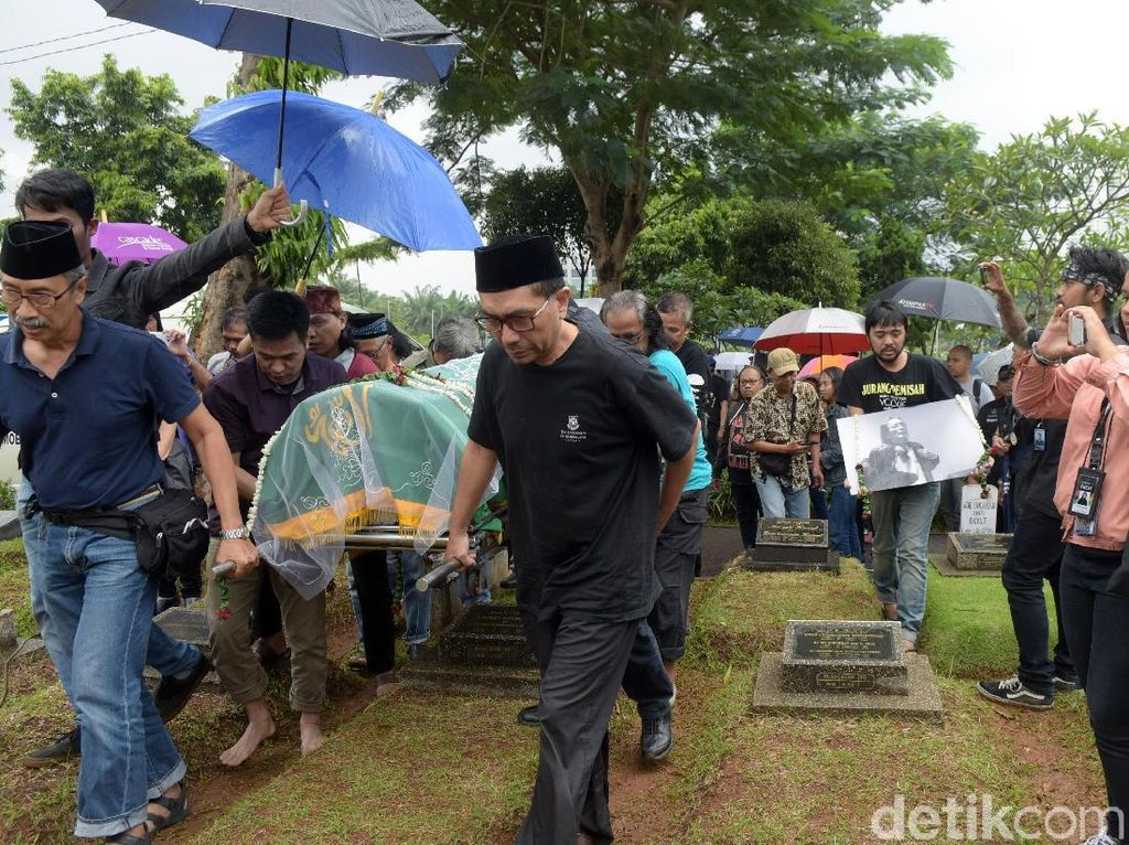 Rintik Hujan Lepas Kepergian Yockie Suryo Prayogo