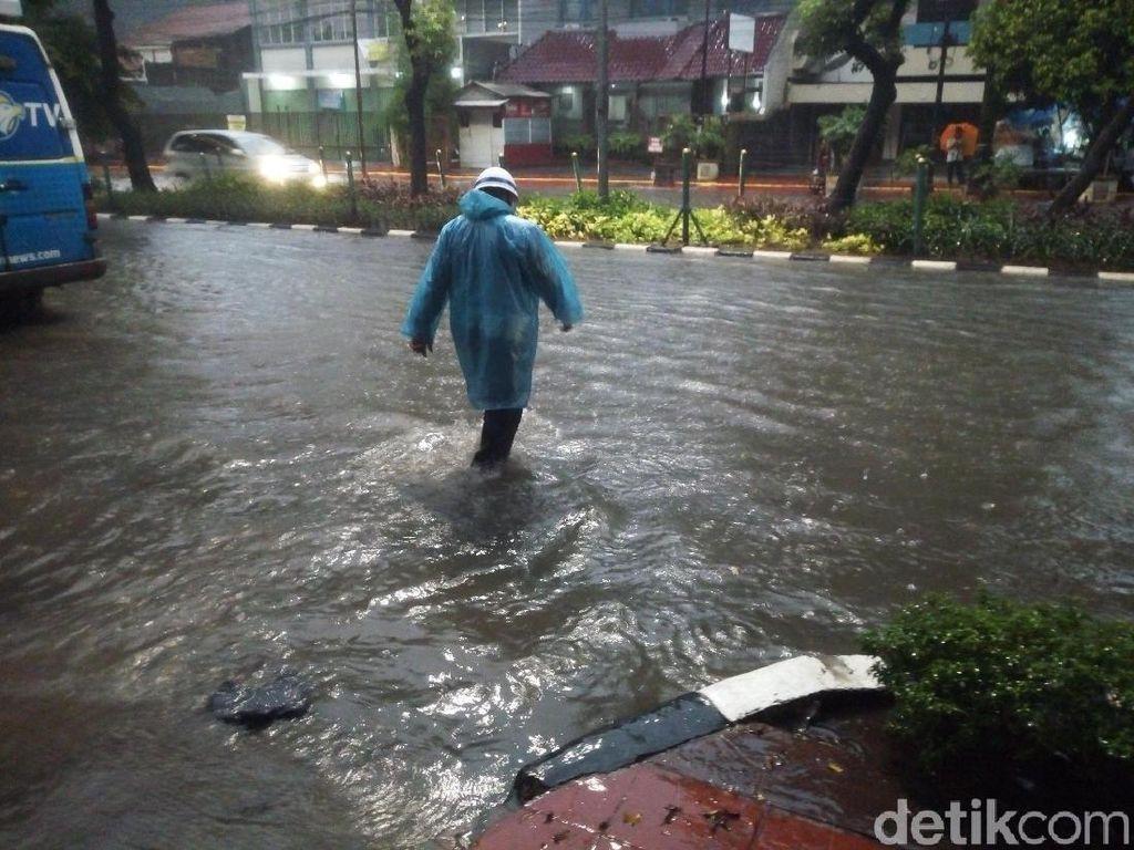 Hujan Deras, Jalan Bungur Depan Pengadilan Tipikor Tergenang