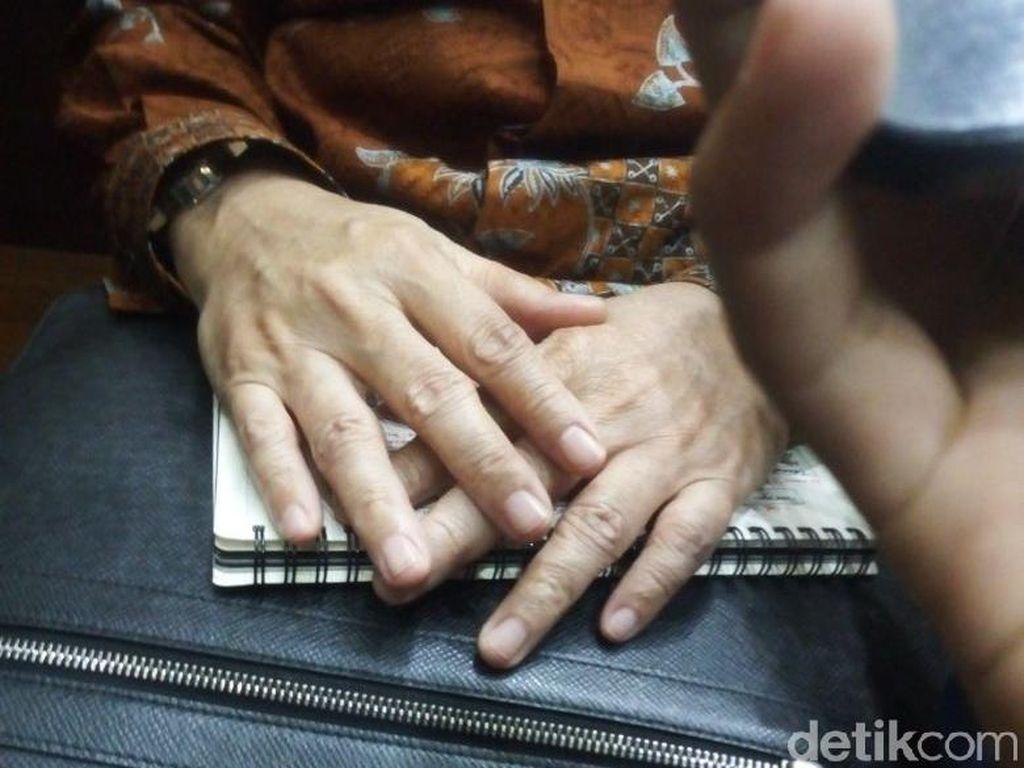 Saat Novanto Keluarkan Buku Catatan di Sidang, Tapi Kok Ditutupi?