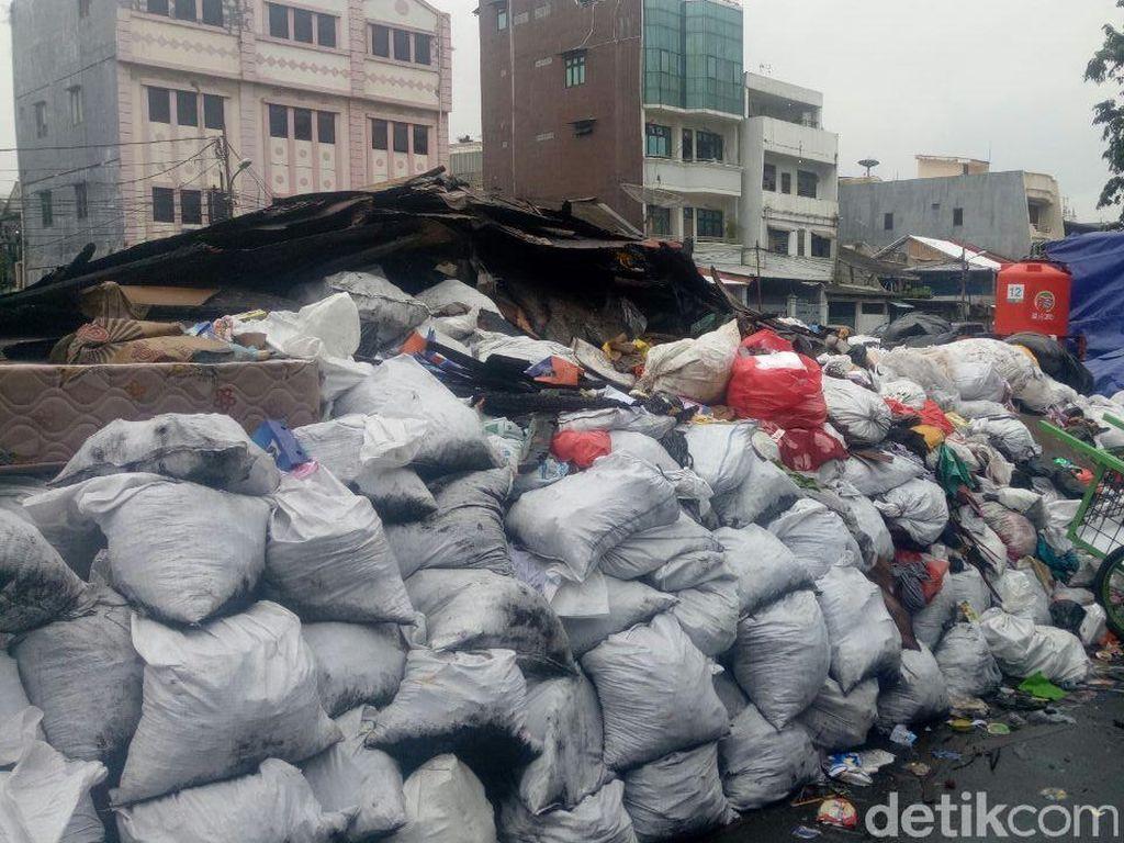 Sampah Sisa Kebakaran Tamansari Ditargetkan Bersih dalam Dua Minggu