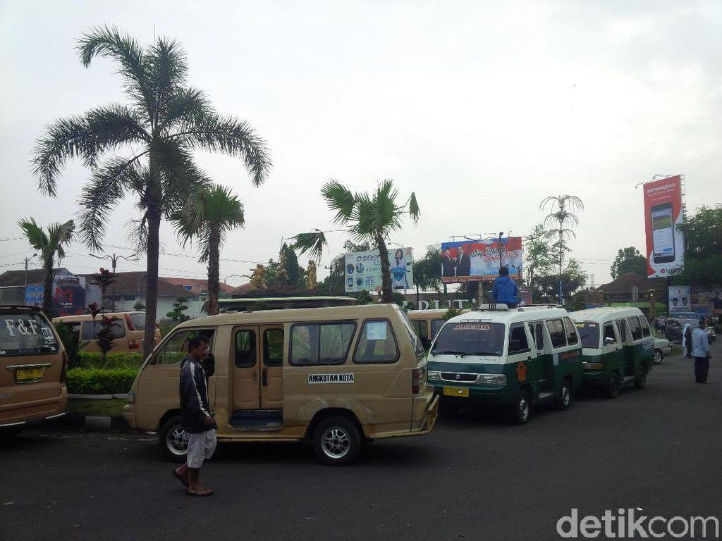 Tolak Angkutan Online, Sopir Angkot di Garut Mogok Operasi