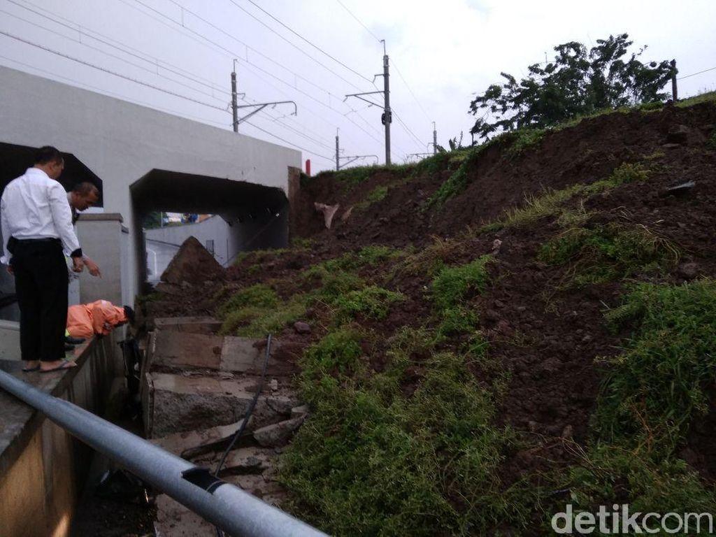 Tembok di Bandara Cengkareng Ambrol Timpa Mobil, 2 Orang Terjebak