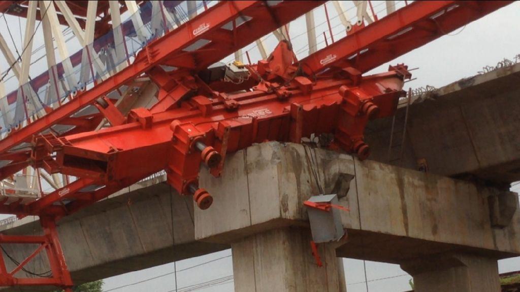Foto: Lokasi Crane Jatuh di Jatinegara Pagi Ini Masih Disterilkan
