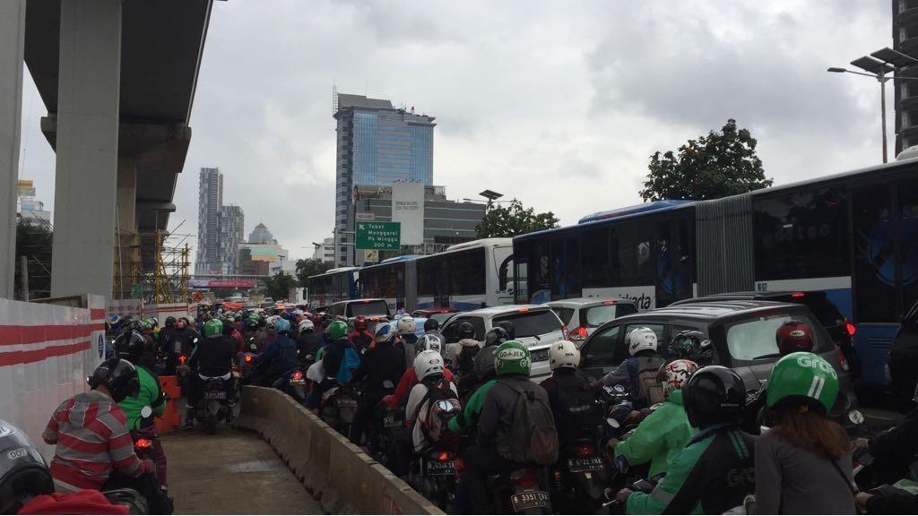 Penampakan Macet Parah di Jalan MT Haryono Arah Semanggi