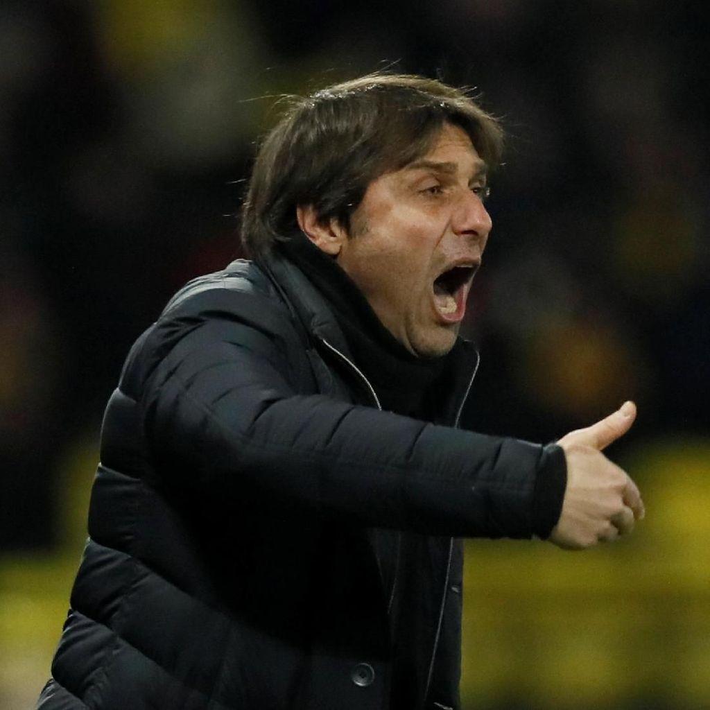 Ketika Conte Mendapatkan Hadiah Kaus Bertanda Tangan Mourinho