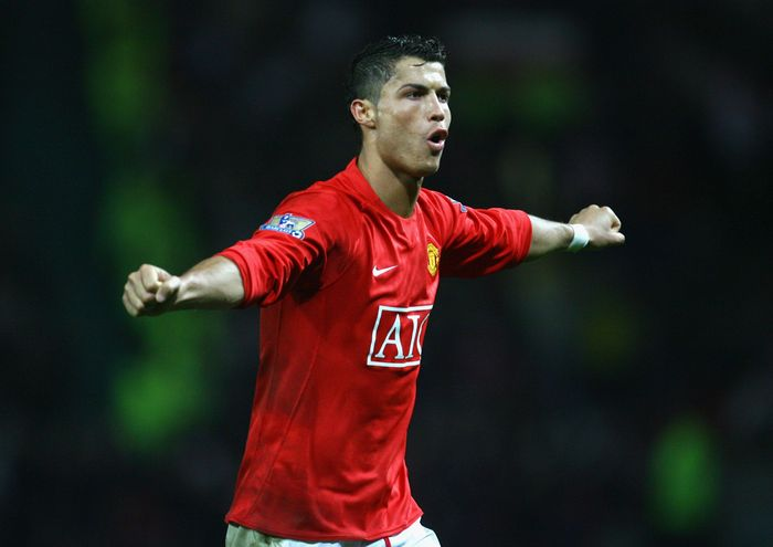 MANCHESTER, UNITED KINGDOM - NOVEMBER 15:  Cristiano Ronaldo of Manchester United celebrates  scoring his teams fifth goal during the Barclays Premier League match between Manchester United and Stoke City at Old Trafford on November 15, 2008 in Manchester, England.  (Photo by Alex Livesey/Getty Images)