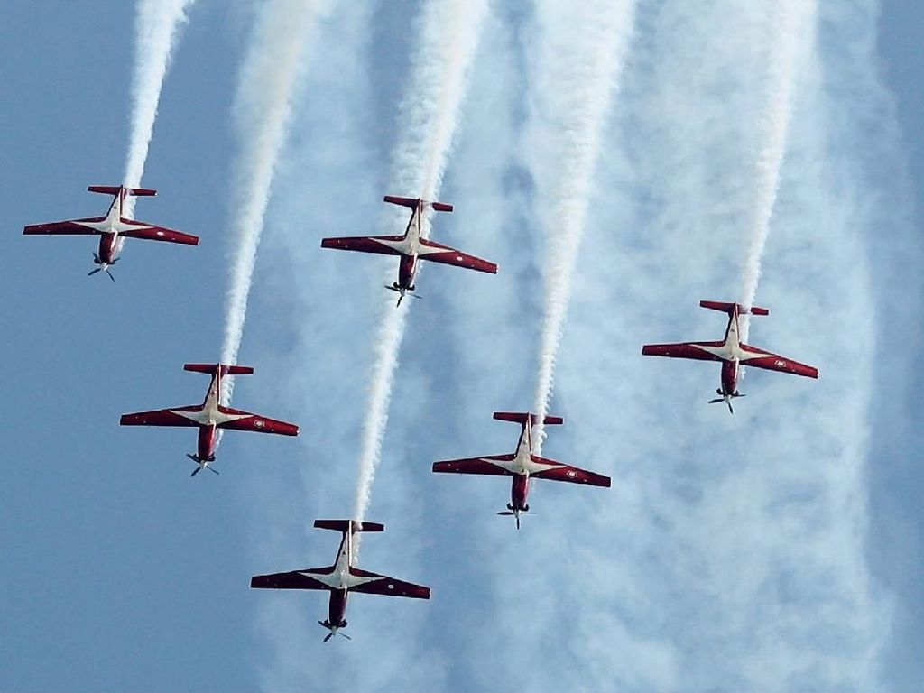 Video Atraksi Jupiter Aerobatic Team Pukau Warga