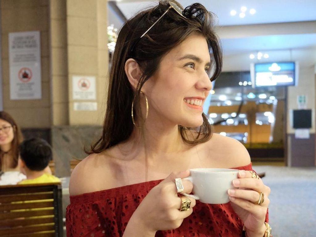 Cantik dan Hobi Kulineran, Ini 10 Potret Carissa Puteri Bersama Makanan