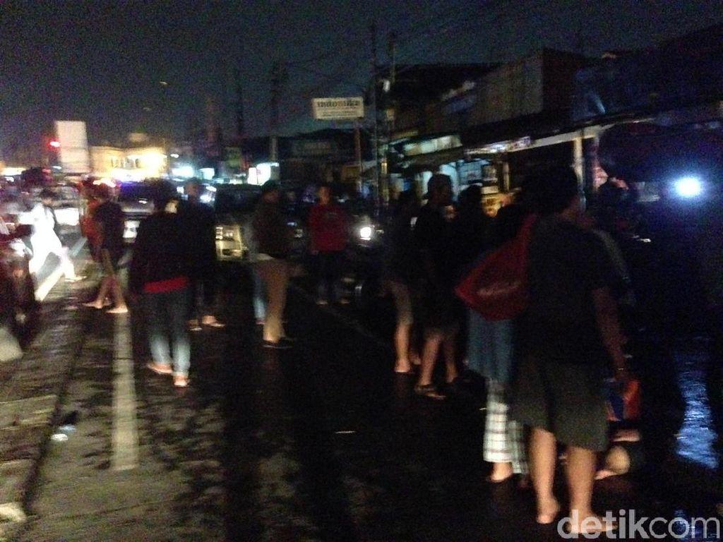 Evakuasi Korban Banjir, Jl Kalibata Raya ke Pasar Minggu Ditutup