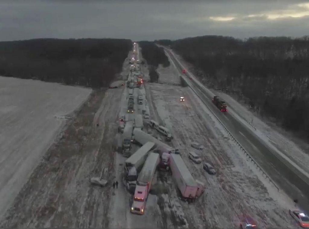 Salju Picu Ratusan Kecelakaan di Jalan-jalan Missouri AS