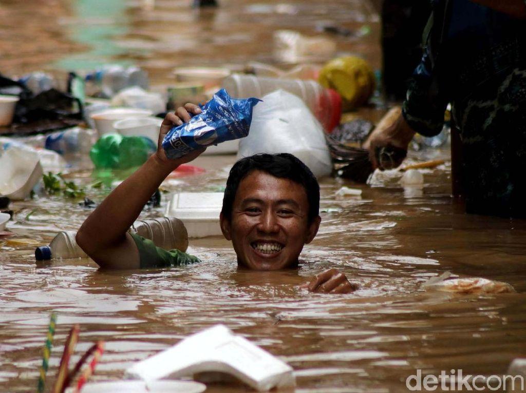 Potret Kampung Pulo yang Selalu Menjadi Langganan Banjir
