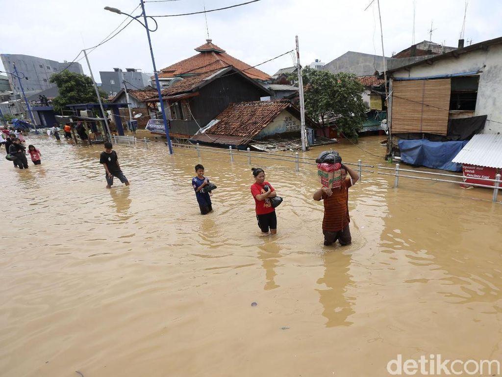 Begini Kondisi Kampung Melayu yang Lumpuh Akibat Banjir